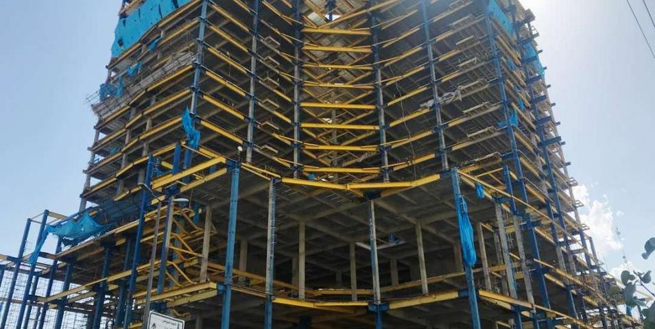 نصب اسکلت فلزی سازه مجتمع تجاری – اداری همیلا